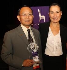 Dr. Pan and Sonia Filan with leadership award